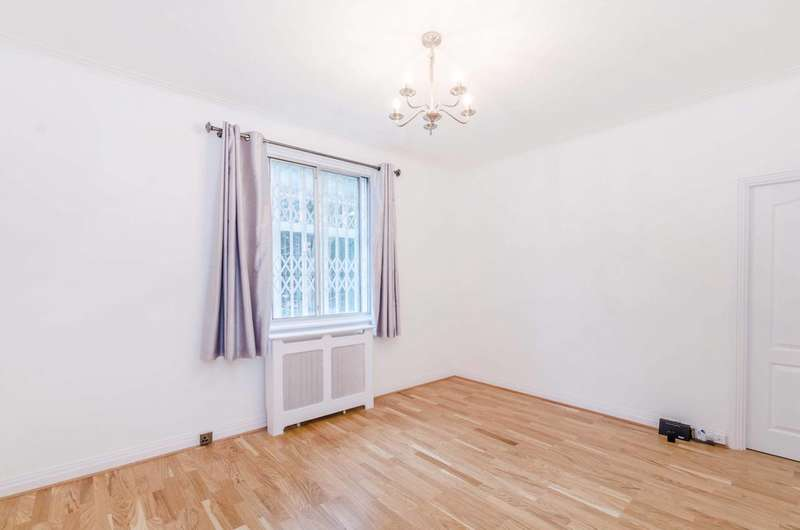 2 Bedrooms Flat for sale in Belsize Grove, Belsize Park, NW3