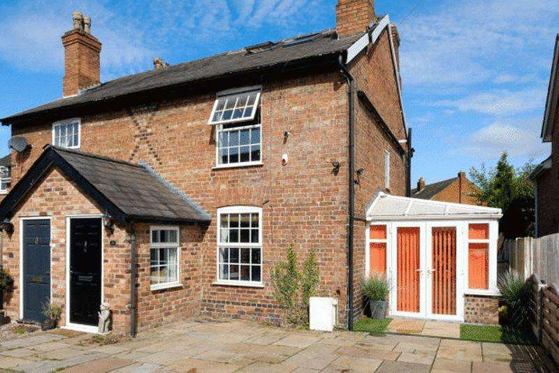 2 Bedrooms Semi Detached House for sale in Woodbine Road, Lymm