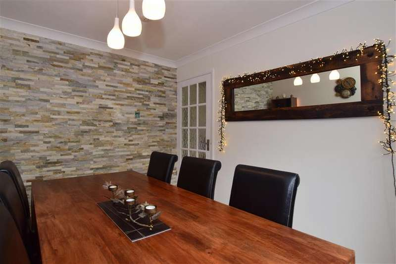 4 Bedrooms Detached House for sale in The Orchard, North Holmwood, Dorking, Surrey