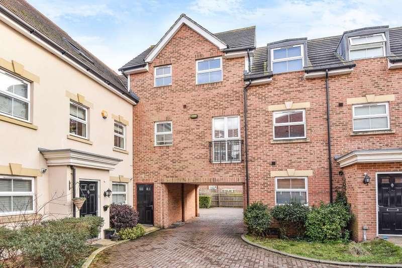2 Bedrooms Flat for sale in Benjamin Lane, Wexham, Berkshire, SL3