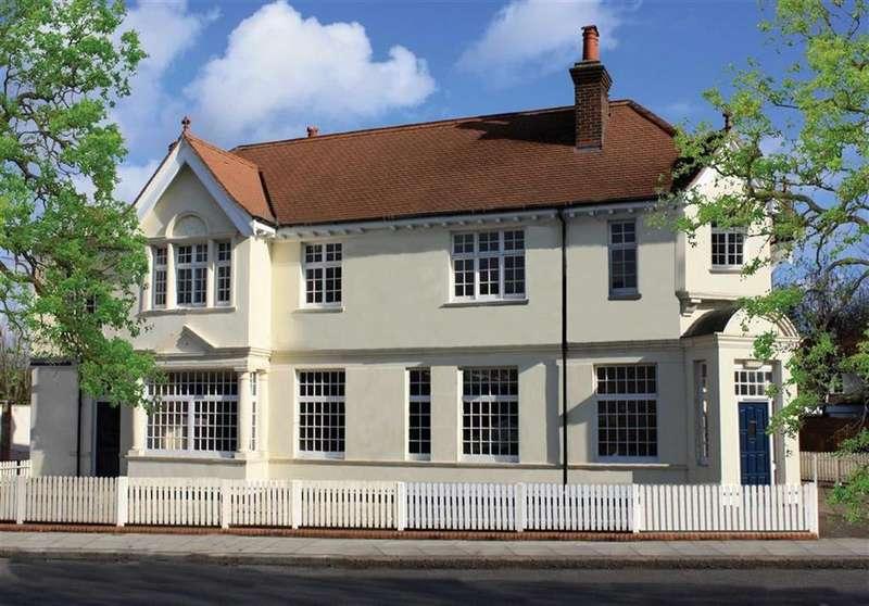 5 Bedrooms Detached House for rent in Hadley Highstone, Barnet, Herts, EN5