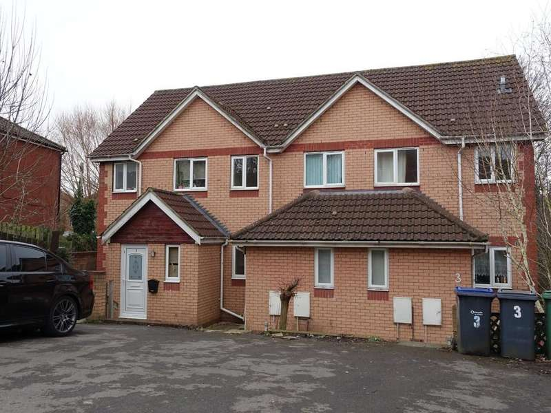 3 Bedrooms Terraced House for rent in LAKESIDE COURT, TROWBRIDGE