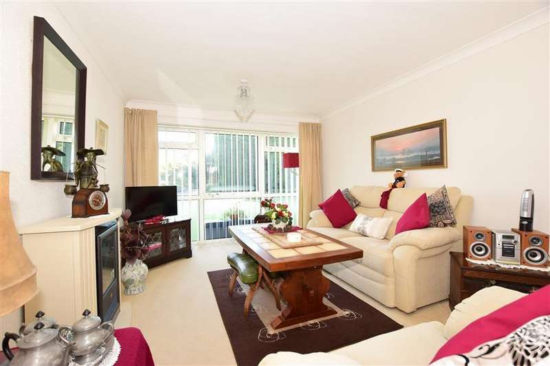 2 Bedrooms Ground Flat for sale in Cockerell Rise, East Cowes, Isle of Wight