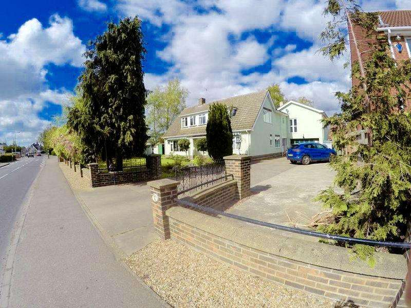 5 Bedrooms Detached House for sale in Low Road, Spalding