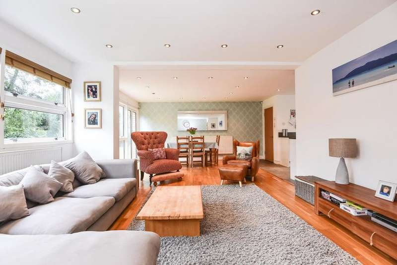 3 Bedrooms Flat for sale in The Priory, Priory Park, Blackheath