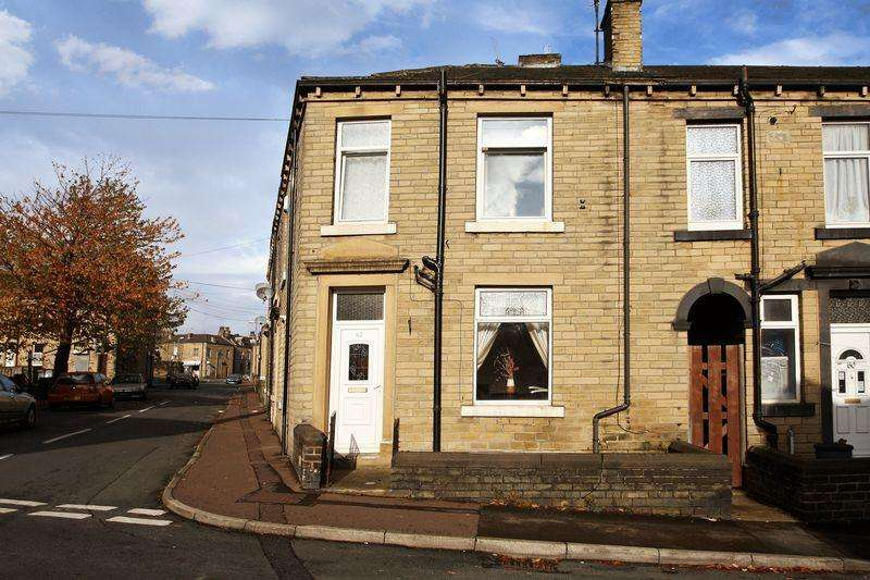 2 Bedrooms Terraced House for rent in Catherine Street, Elland
