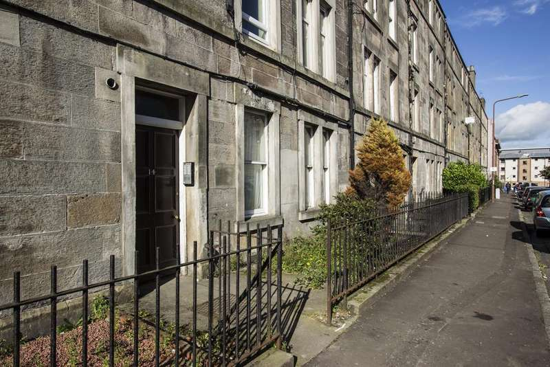 2 Bedrooms Flat for rent in Springwell Place, Edinburgh,