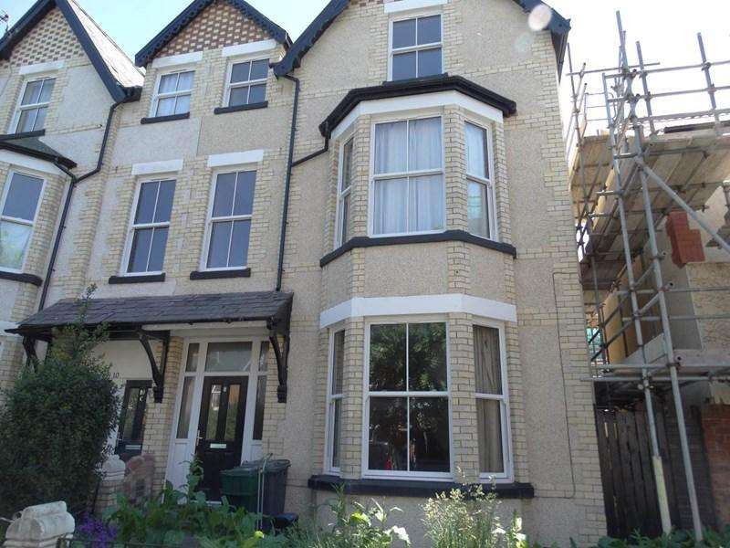 7 Bedrooms Semi Detached House for sale in 8 Belgrave Road, Colwyn Bay