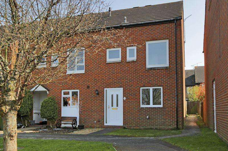 3 Bedrooms End Of Terrace House for sale in Red Admiral Street, Horsham