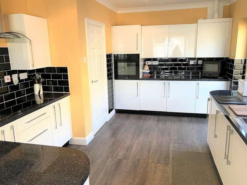 3 Bedrooms Detached Bungalow for sale in Lowfields Avenue, Spalding, PE12