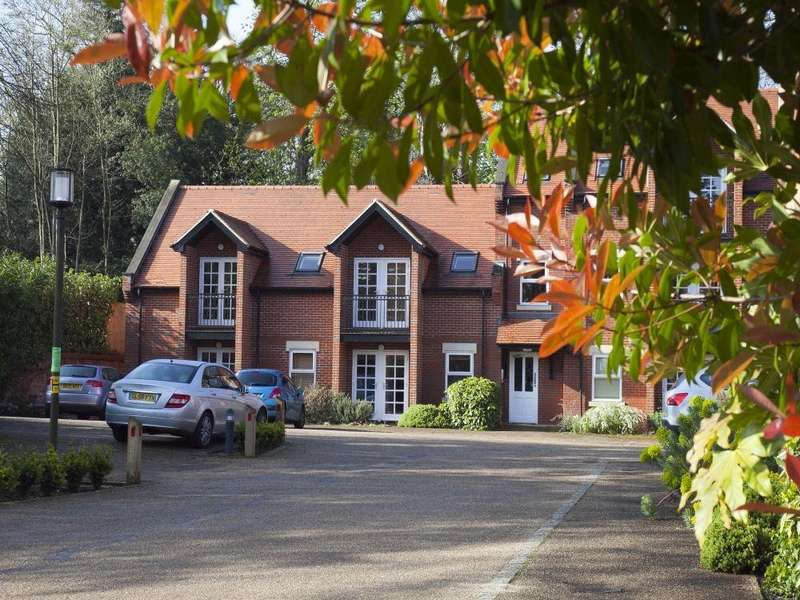 2 Bedrooms Flat for rent in Trevelyan Place, St Stephens Hill, St Albans, Hertfordshire