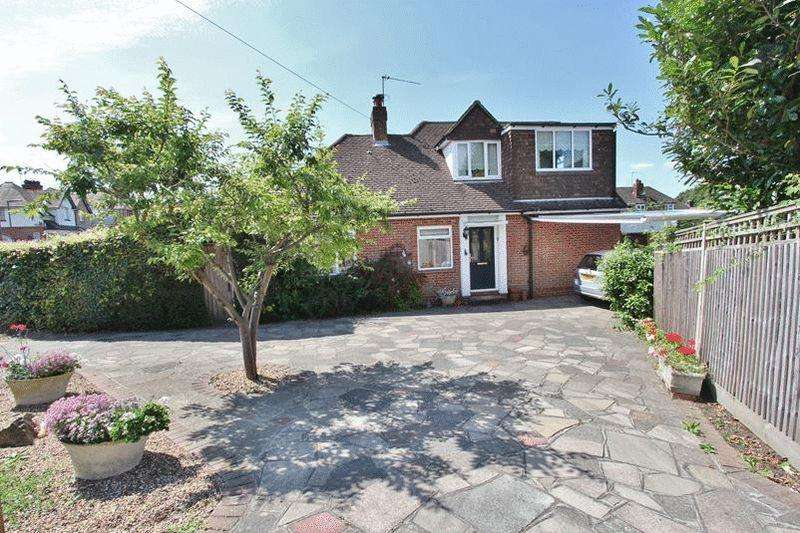 3 Bedrooms Detached Bungalow for sale in Farleigh Road, Warlingham