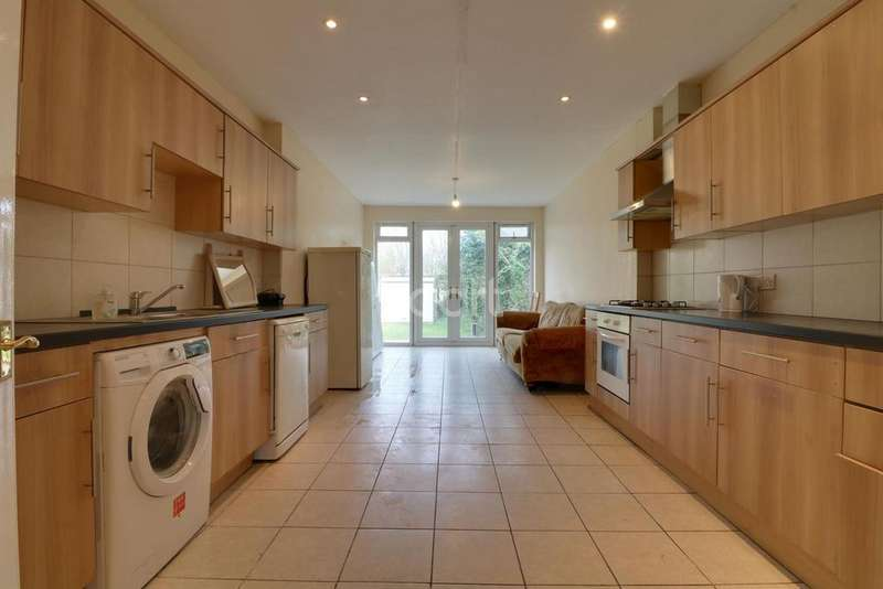 5 Bedrooms Semi Detached House for sale in East Lane, Wembley