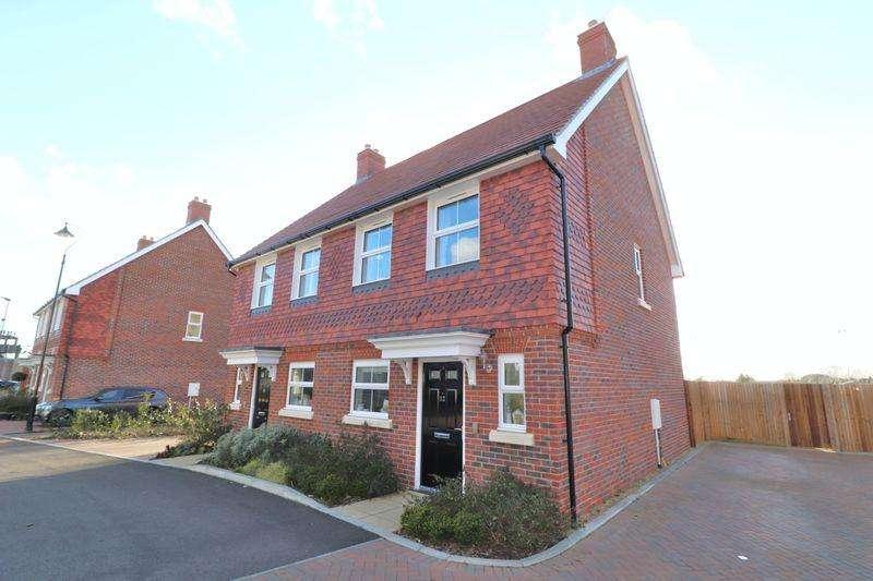2 Bedrooms Semi Detached House for sale in Myrtle Close, Billingshurst