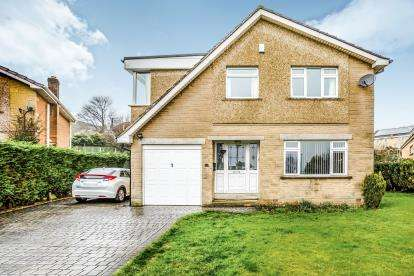5 Bedrooms Detached House for sale in Prestwich Drive, Fixby, Huddersfield, West Yorkshire