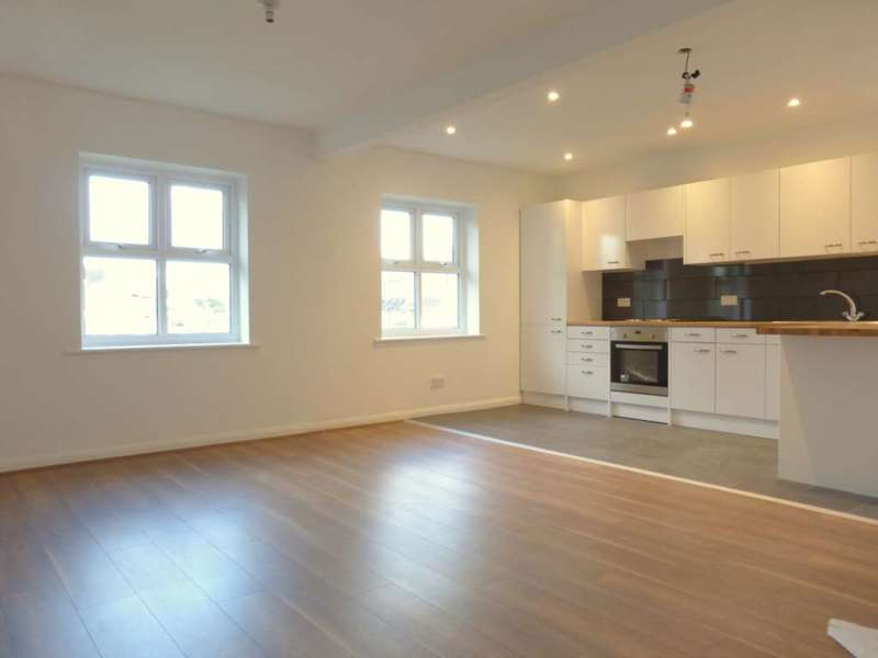 2 Bedrooms Flat for rent in Oxhey Road, Oxhey