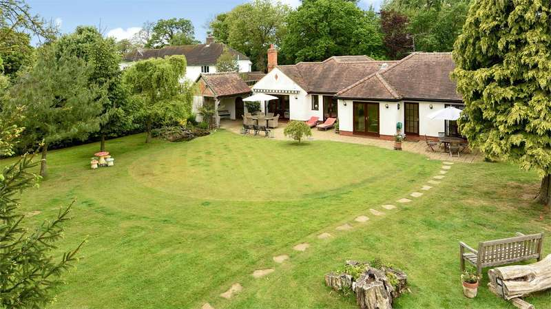 4 Bedrooms Detached Bungalow for sale in Church Lane, ARBORFIELD, RG2