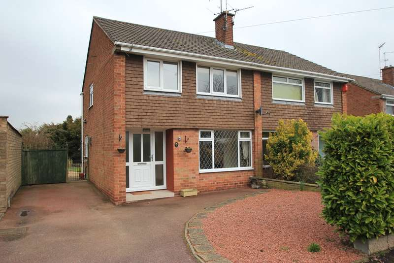 3 Bedrooms Semi Detached House for rent in Mendip Avenue, Hillcroft Park, Stafford, Staffordshire ST17