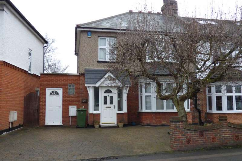 3 Bedrooms Semi Detached House for sale in Howard Road, Upminster RM14