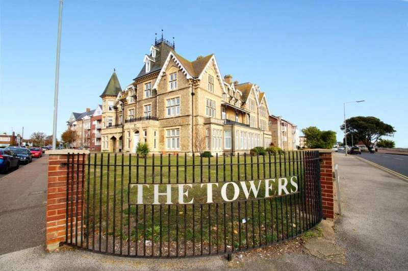 2 Bedrooms Flat for sale in The Towers, Vista Road