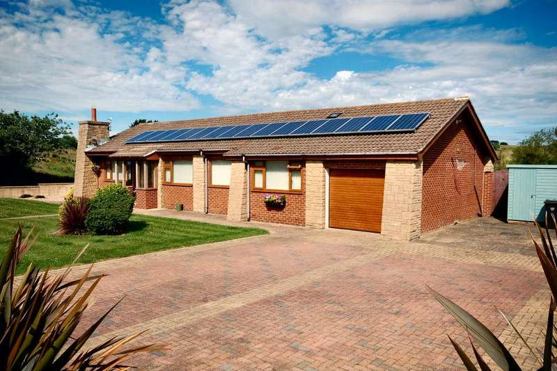 3 Bedrooms Detached Bungalow for sale in St Andrews Road, Whitby YO21