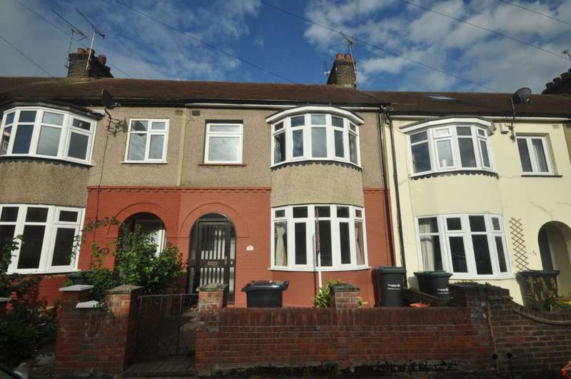 3 Bedrooms Terraced House for rent in Robinia Avenue Northfleet DA11