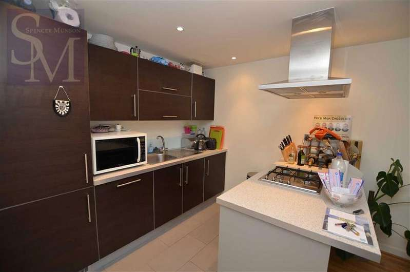 2 Bedrooms Flat for rent in Kingswood Heights, South Woodford, London