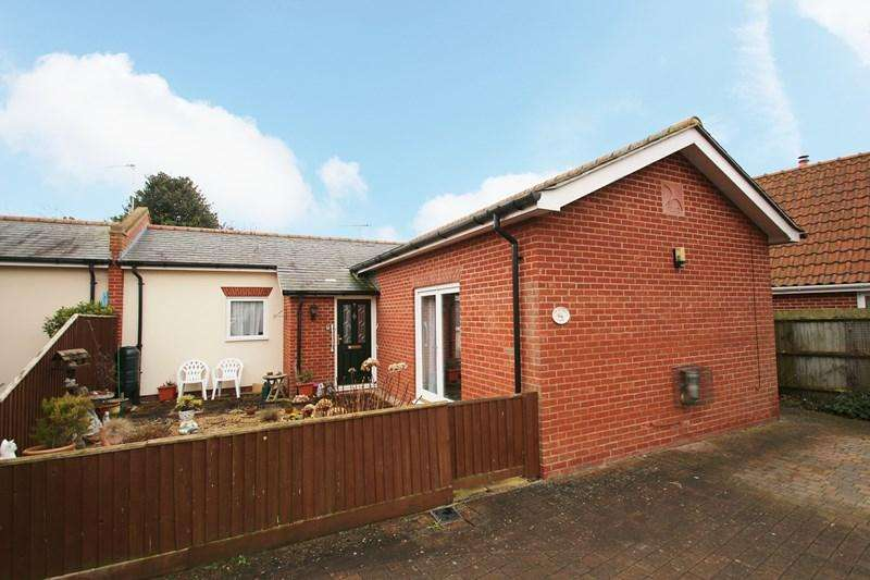 2 Bedrooms Semi Detached Bungalow for sale in High Street, Earls Colne, Colchester