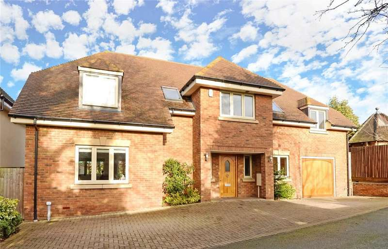 4 Bedrooms Detached House for sale in Jesslyn Close, Church Way, Weston Favell Village, Northampton, NN3