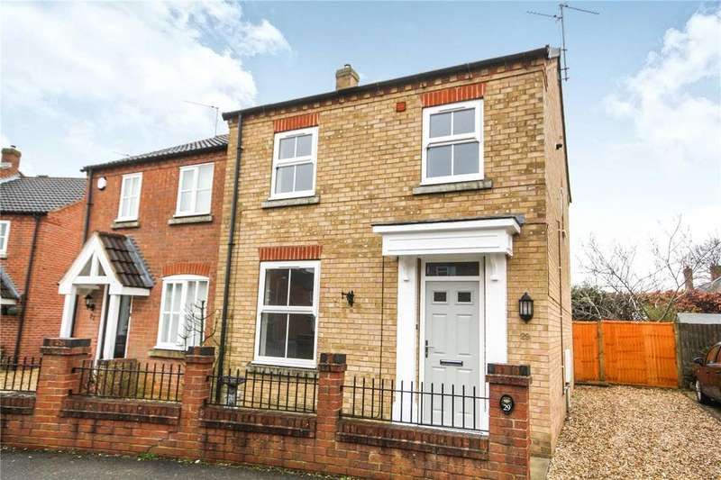 3 Bedrooms Semi Detached House for sale in Falcon Way, Sleaford, Lincolnshire, NG34