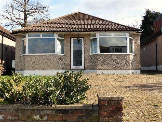 2 Bedrooms Detached Bungalow for sale in Alva Way, Carpenders Park WD19