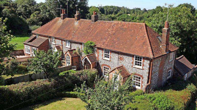 2 Bedrooms House for sale in Lovely Lane End character cottage