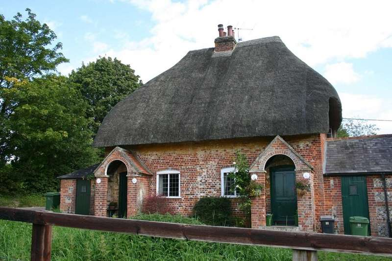 2 Bedrooms Cottage House for sale in Chilton Foliat, Hungerford
