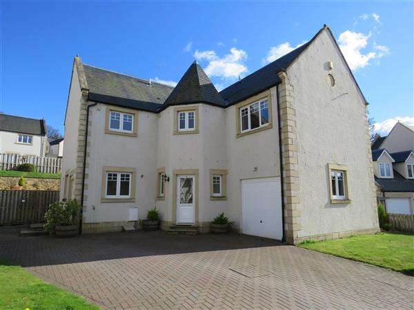 4 Bedrooms Detached House for sale in Harleyburn Drive, Melrose