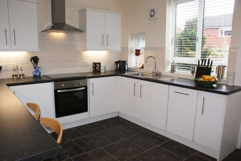 2 Bedrooms Terraced House for sale in Tottington Road, Bradshaw