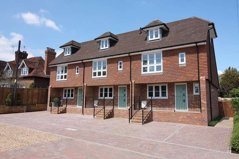 3 Bedrooms Town House for rent in Station Road, Liss