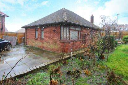 3 Bedrooms Bungalow for sale in Hollinsend Road, Sheffield, South Yorkshire