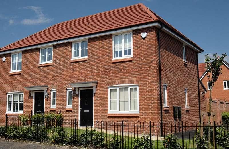 3 Bedrooms Semi Detached House for rent in Fernhurst Street, Chadderton, Oldham OL1