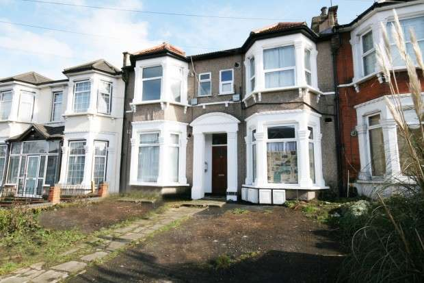 1 Bedroom Flat for sale in Selborne Road, Ilford, IG1