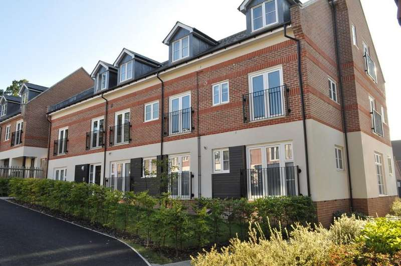 2 Bedrooms Ground Flat for sale in Boxgrove Gardens , Guildford