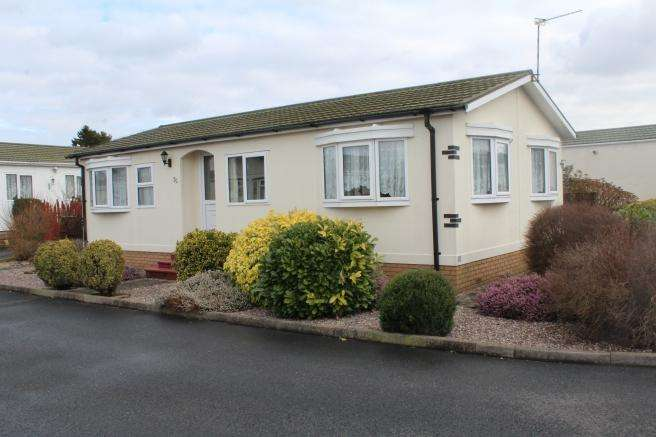 2 Bedrooms Park Home Mobile Home for sale in 20 Craft Way, Muxton, Telford, Shropshire, TF2 8NE