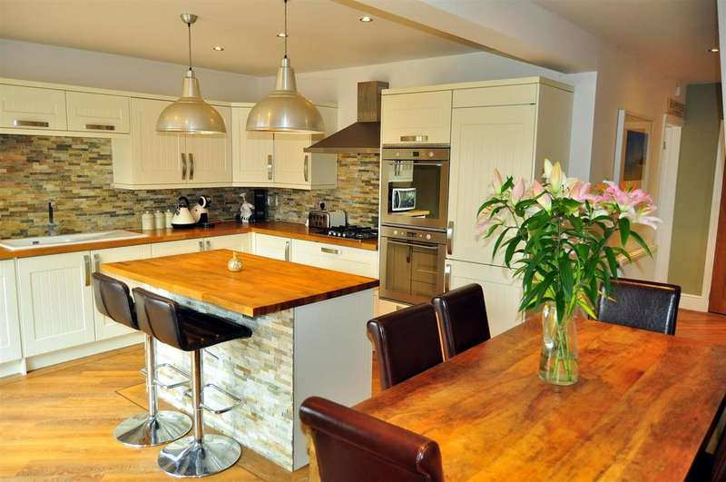 3 Bedrooms End Of Terrace House for sale in Bromsgrove Road, Hunnington, Halesowen