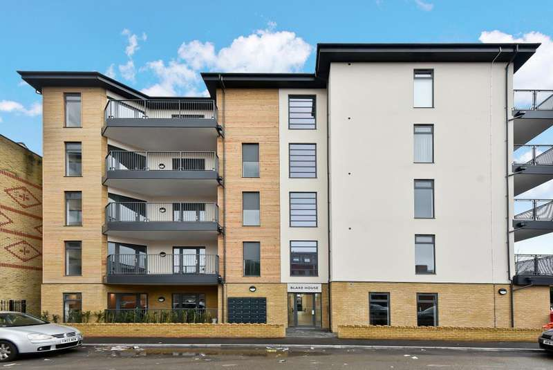 1 Bedroom Flat for sale in Blake House, Slough, SL1