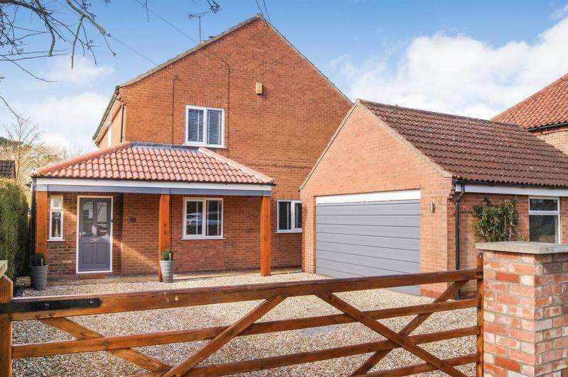 4 Bedrooms Detached House for sale in Front Street, South Clifton