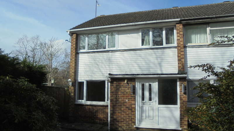 3 Bedrooms End Of Terrace House for rent in Woodley