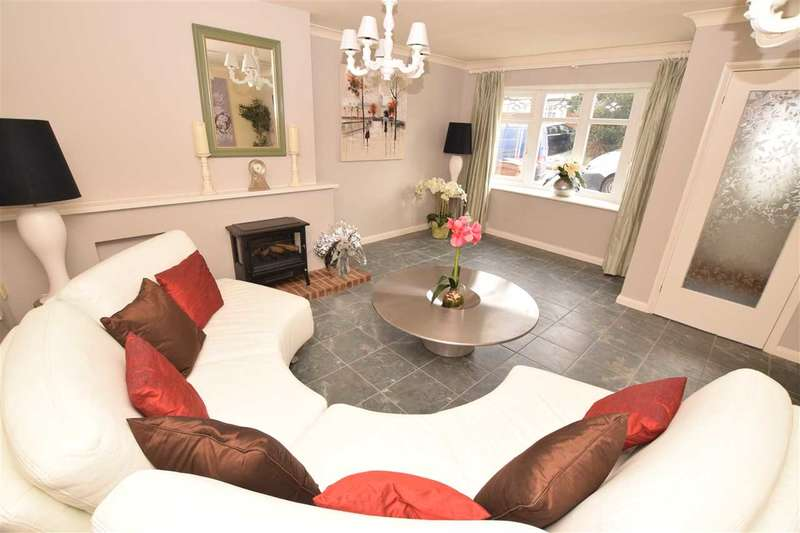 4 Bedrooms Link Detached House for sale in Longmead Avenue, Great Baddow, Chelmsford