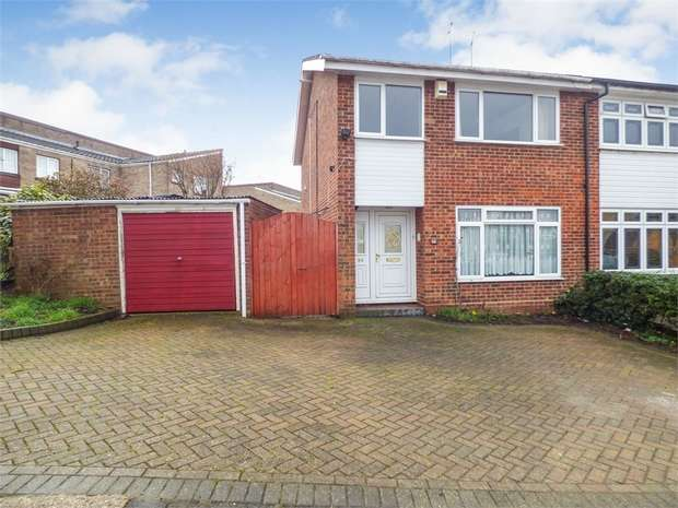 3 Bedrooms Semi Detached House for sale in Gardner Avenue, Corringham, Stanford-le-Hope, Essex