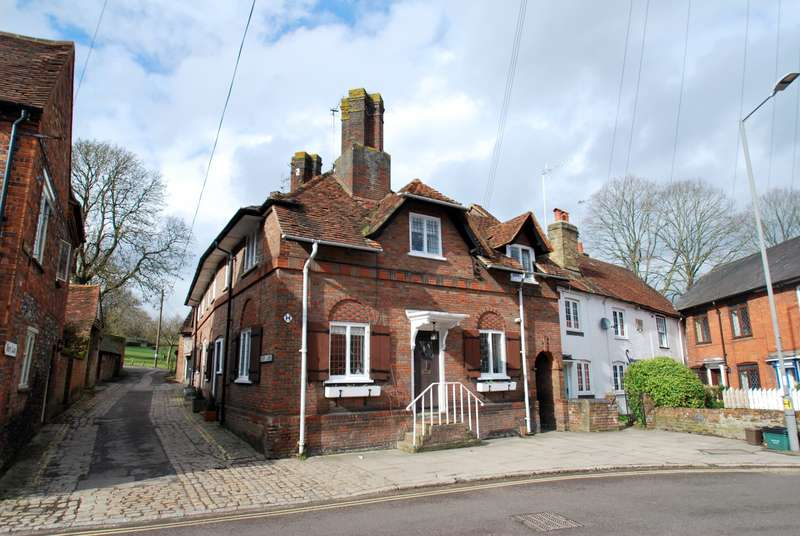 2 Bedrooms Terraced House for sale in Church Street, Chesham, HP5