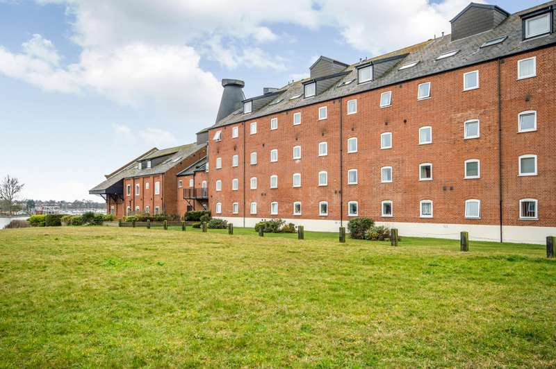 2 Bedrooms Apartment Flat for rent in Swonnells Court, Oulton Broad, Lowestoft