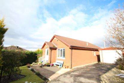 3 Bedrooms Bungalow for sale in Ravenscraig Drive, Glasgow